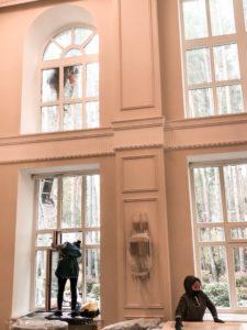 мытье окон в доме на высоте